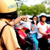 Không dừng xe theo lệnh CSGT là chống người thi hành công vụ?