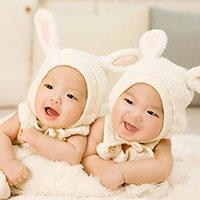 Cách đặt tên cho cặp sinh đôi hay và ý nghĩa