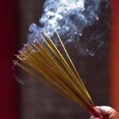 Mức xử phạt thắp hương, đốt vàng mã không đúng quy định tại lễ hội 2021
