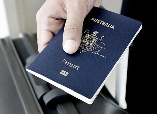 Có bắt buộc đổi sang hộ chiếu gắn chíp điện tử?