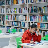 Nhân viên thư viện có được nghỉ hè không?